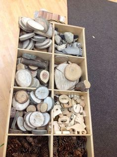 Organizing Loose Parts - storage between our Nature Area and our Building Area. (Could use a cube shelving unit on its back) Play Based Learning, Learning Spaces, Learning Environments, Early Learning, Reggio Classroom, Outdoor Classroom, Kindergarten Classroom, Reggio Emilia, Kita Portal