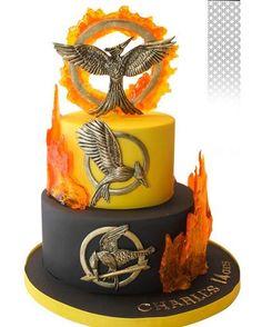 "2,329 Likes, 49 Comments - Mellarkmybakery (@mellarkmybakery) on Instagram: ""This cake is AMAZING ❤️! // #thehungergames #thehungergamescatchingfire #catchingfire #mockingjay…"""