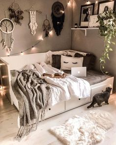 Bedroom Ideas For Small Rooms Cozy, Room Ideas Bedroom, Small Room Bedroom, Bedroom Wall, Cute Bedroom Ideas, Bedroom Simple, Men Bedroom, Daybed Bedroom Ideas, Bedroom Ideas For Women
