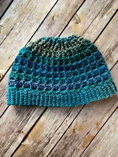 Yep - another messy bun hat! The Simple Textured Messy Bun Hat uses Unforgettable yarn for a beautiful color change and a textured stitch pattern. Yep - another messy bun hat! The Simple Textured Messy Bun Hat uses Unforgettable yarn for a b Ponytail Hat Knitting Pattern, Crochet Beanie Pattern, Crochet Patterns, Crochet Hats, Hat Patterns, Crochet Stitches, Knitting Patterns, Waffle Stitch, Pattern Drafting