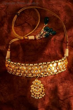 A Surajkund Soiree with a timeless, Rajasthani Bride Rajputi Jewellery, Urban Jewelry, Indian Wedding Jewelry, Bridal Jewelry, India Jewelry, Gold Jewellery Design, Diamond Jewelry, Gold Jewelry, Gold Necklaces