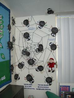Spiders - learning to recognise number 8 classroom display photo - Photo gallery - SparkleBox