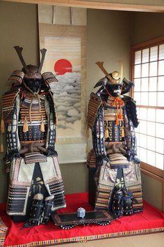 鎧 yoroi Samurai Armor Ronin Samurai, Samurai Helmet, Samurai Weapons, Samurai Swords, Geisha, Japanese Warrior, Japanese Sword, Arm Armor, Body Armor