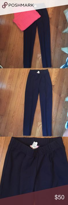 Rare Lilly Pulitzer leggings Lilly navy blue leggings! Soft and stretchy. Super versatile. One of a kind! The pink halter is Lilly and also for sale in my closet dry cleaned and ready for a new home! Lilly Pulitzer Pants Leggings