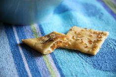 Crackers caseros | Pimienta y Purpurina Crackers, Pie, Bread, Snacks, Desserts, Recipes, Food, Savory Snacks, Garbanzo Salad
