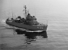 File:USS Direct (MSO-430) at sea in 1954.jpg
