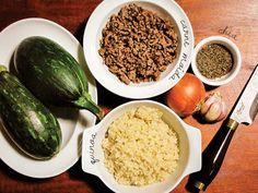 Abobrinha recheada com carne, quinoa e chia