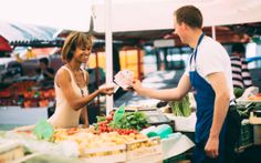 Healthy diets rich in fruits and vegetables may reduce the risk of cancer and other chronic diseases. With more farmers markets taking root across the U.S., buying fresh is easier than ever. [&#823…
