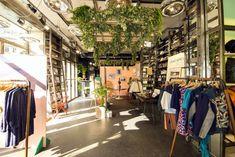 Intérieur de la friperie Kiliwatch Slow Fashion, Paris Fashion, Kili, Top 5, Boutiques, Traveling, France, Gallery, Viajes