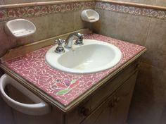 Mesada de baño reciclada con técnica de Mosaiquismo