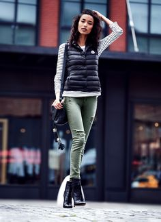 Pair these high-waisted distressed olive jeans with an eggshell tee for a classic fall look. (CC: @3x1)