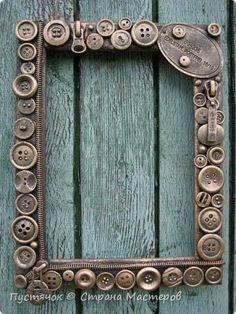 Diy Home Crafts, Wood Crafts, Fun Crafts, Arts And Crafts, Button Art, Button Crafts, Picture Frame Crafts, Picture Frames, Vintage Jewelry Crafts