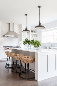 Most up-to-date Pictures coastal Farmhouse Kitchen Concepts Farmhouse kitchens blend a variety of distinct styles: cottage, vintage, rustic and tradition too. Small Farmhouse Kitchen, White Kitchen Decor, Kitchen Cabinets Decor, Farmhouse Kitchen Cabinets, Kitchen Cabinet Design, Kitchen On A Budget, Interior Design Kitchen, Kitchen Ideas, Coastal Farmhouse