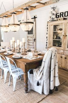 43 farmhouse dining room design ideas that look cool and unique 19 Farmhouse Dining Room Table, Dining Room Table Decor, Dining Room Design, Dining Rooms, Rustic Table, Dining Tables, Shabby Chic Zimmer, Look Cool, Modern Farmhouse