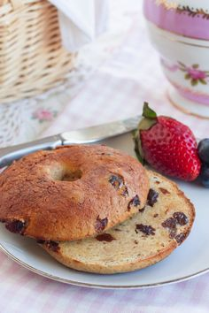 Gluten-Free-Cinamon-Raisin-Bagels-Recipe-http://cupcakesandkalechips.com/gluten-free-cinnamon-raisin-bagels/