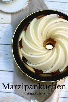 Marzipankuchen mit weißer Schokoladenglasur