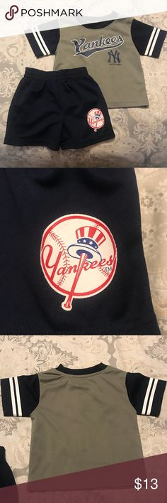 New York Yankees set 2T New York Yankees set, good condition, 2 small pulls on shoulder (see pics). No holes or rips. Matching Sets
