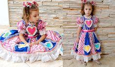 Vestido com aplicações diversas (coração, bonecas, balão,...) R$ 350,00
