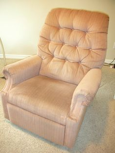 Amazing Lazy Boy Leather Reclining sofa Photographs do it yourself divas diy reupholster an old la z boy recliner Lazy Boy Chair, Lazy Boy Recliner, Recliner Cover, Leather Reclining Sofa, Leather Recliner, Leather Sofa, Cool Diy, Furniture Makeover, Diy Furniture