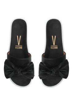 Flat Sandals, Shoes Sandals, Shoe Closet, Tub, High Heels, Slippers, Luxury, Sneakers, How To Make