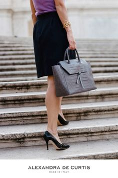 Are you looking for a designer leather handbag? Click through to check out the Loren Tote, handmade in Italy with smooth & lightweight Italian leather! Alexandra de Curtis #designerhandbag #leatherhandbag #italianhandbag
