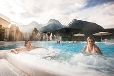 Swim with a view! Romantik & Boutique Hotel Guarda Val amazes us with the unique view of the Lower Engadine mountain range! Spa Breaks, Spring Spa, Swiss Alps, Mountain Range, Hot Springs, Best Hotels, Switzerland, Places To Go, Swimming