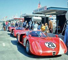 24 Ore di Daytona 1968: lo squadrone Alfa schierato con le T33/2. Tra i piloti, Andretti, Vaccarella, Schutz e Lucien Bianchi.