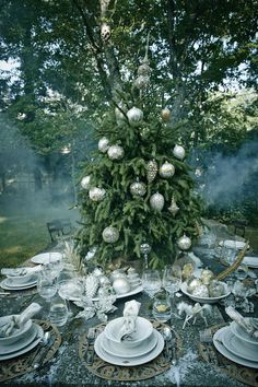 "Juliska ""Acanthus"" dinner set"