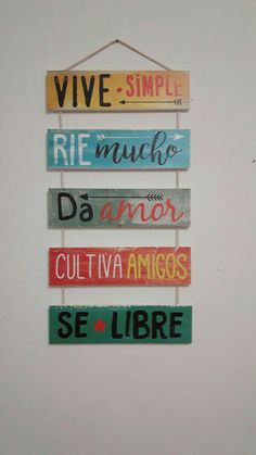 letrero vive simple, rie mucho, da amor, cultiva amigos, sé libre Café Bar, Home Decor Furniture, Balcony Furniture, Painting On Wood, Diy Art, Wood Signs, Diy And Crafts, Projects To Try, Lettering