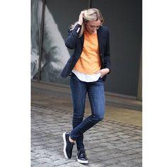 The classy look✨ Denne jeansen fra Morris Of Stockholm er så utrolig fin!! Like fin å style opp med skjorte og blazer som til hjemmebruk med den hvite t-skjorta #morrisofstockholm #news #carmatrondheim