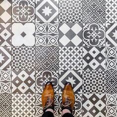 Repost @parisianfloors 75010 - Rue du Chateau d'Eau #parisianfloors#ihavethisthingwithfloors#fromwhereistand#selfeet#tiletheworld#feetmeetfloors#paris#floor#tiles#mosaic#carrelage#tuttifruttiles#pattern#desugn#interiordesign#architecture#shoes#andressendra#leathershoes#ateliercouronnes by feetmeetfloors