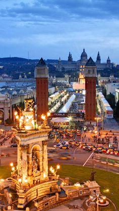 Plaza de España y El Palacio Nacional de Montjuic - Barcelona