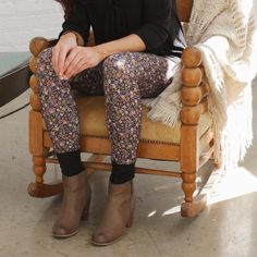 We're a little obsessed with these #floral JoJo #Leggings! 🍂🌼 Made from super #comfy recycled stretch fabrics that are #madeintheusa & #ecofriendly, these leggings not only have a #natural look, but don't harm the #planet in the production process! 🌿 Shop this Shot: www.majamas.com #bethechange support #consciousclothing #ethicalfashion #zerowaste #ecofashion #eco #sustainablefashion #styleoftheday #ootd #fall #style by #MAJAMAS #madeinchicago #chicagostyle #fallfashion #localbrand…