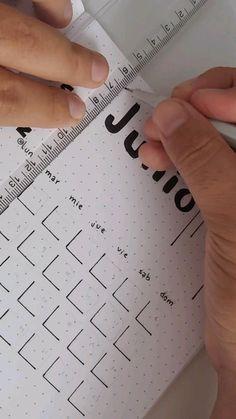 Bullet Journal Month, Bullet Journal Cover Ideas, Organization Bullet Journal, Bullet Journal Lettering Ideas, Bullet Journal Notes, Bullet Journal School, Bullet Journal Inspiration, Bullet Journal Tracker, Bullet Journal Layout