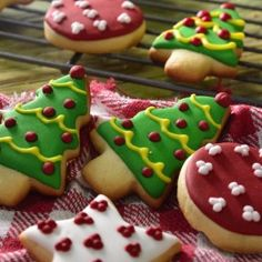 Galletas de Mantequilla Navideñas Coconut Cookies, Christmas Cooking, Cupcake Recipes, No Cook Meals, Gingerbread Cookies, Sweet Recipes, Food And Drink, Cupcakes, Baking