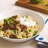 3/4 pound orecchiette (pasta)   1 cup greek yogurt   2 cloves garlic, finely chopped   Salt and black pepper   1 pinch cayenne pepper   3/4 pound sweet italian sausage (or turkey) casings removed, meat torn into bite-size pieces   2 cups thawed frozen peas   1 tablespoon chopped fresh mint