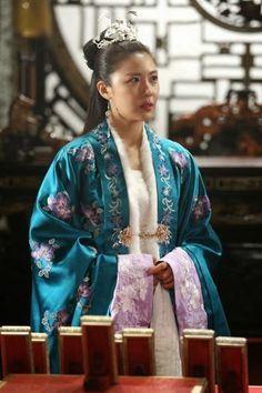 Korean Traditional Dress, Traditional Fashion, Traditional Outfits, Korean Hanbok, Korean Dress, Women Wearing Ties, Empress Ki, Ha Ji Won, Beautiful Costumes