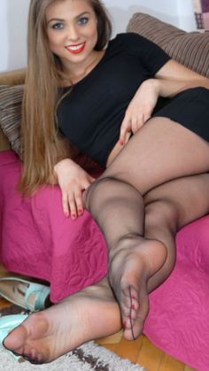 Pantyhose feet seduction