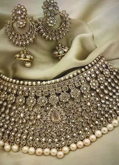 Best Pakistani Bridal Headpiece Indian Fashion Ideas Source by ideas indian Indian Jewelry Earrings, Indian Jewelry Sets, Fancy Jewellery, Indian Wedding Jewelry, Stylish Jewelry, Bridal Jewelry Sets, Fashion Jewelry, Bridal Jewellery, Fine Jewelry
