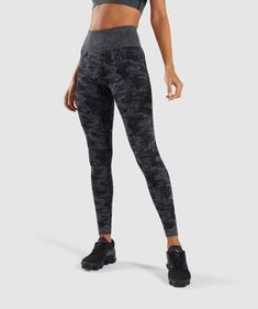 Seamless Gymshark logo to hip. A camouflage pattern, designed to blend out. The Camo Seamless Leggings are what you've been waiting for. - Ruched detail to bum. - All-over jacquard camo pattern. Camo Leggings, Sports Leggings, Workout Leggings, Black Leggings, Printed Leggings, Lycra Leggings, Leggings Sale, Nylons, In Pantyhose