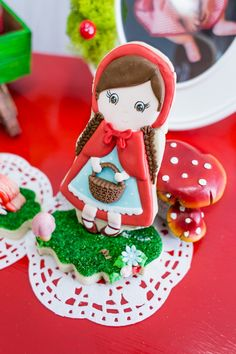 Head down the woodland path to see this Little Red Riding Hood Birthday Party here at Kara's Party Ideas. Plus get a basketful of other ideas! Fairytale Birthday Party, Rapunzel Birthday Party, Pig Birthday, Birthday Parties, Happy First Birthday, First Birthdays, Snow White Birthday, Alice In Wonderland Birthday, Balloon Banner