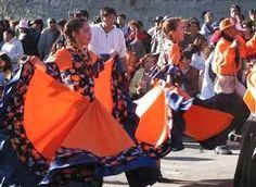 En la ciudad, yo encontré una celebración. Fue baile y música, y yo participé en los actividades.