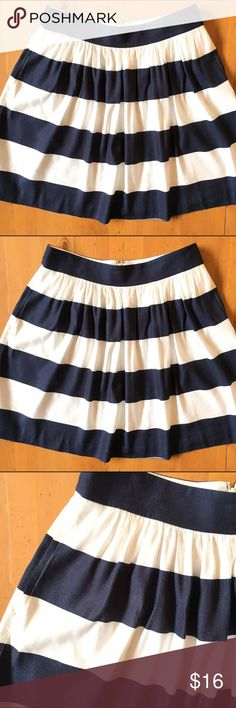 Banana Republic Skrit Great condition size 6 zips up in back 60% Linen 40% Rayon wonderful for spring summer love the color navy blue and white stripes 15 in waist 20 in long has two hip pockets so so cute💕 Banana Republic Skirts Midi