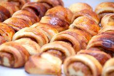 Opskrift på verdens bedste kanelgifler, og kanelgiflerne er gode at fryse ned. Kanelgiflerne laves med en lækker kanel-remonce.