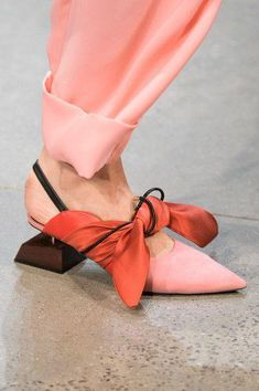 Image of 2018 new European American genuine leather sandals model fashion catwalk show strange high heels bow knot strap pointed toe shoe - April 14 2019 at Fashion Catwalk, Fashion Models, Fashion Shoes, Fashion Brands, Fashion Women, Me Too Shoes, Women's Shoes, Shoe Boots, Fall Shoes