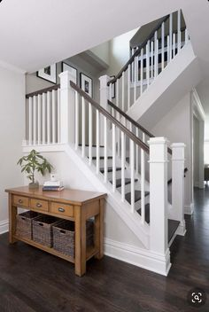 Indoor Stair Railing, Modern Stair Railing, Staircase Railings, Modern Stairs, Staircase Design, Staircase Ideas, Spiral Staircases, Staircase Banister Ideas, Staircase Molding