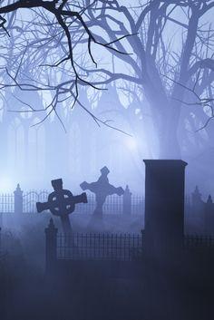 Spooky foggy cemetery at night Cemetery Headstones, Old Cemeteries, Cemetery Art, Graveyards, Halloween Celta, Arte Horror, Dark Photography, Dark Places, Abandoned Buildings