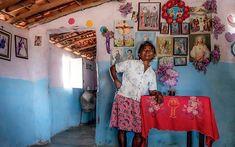 Conheça as histórias das curandeiras do sertão: mulheres que preservam as práticas de orações, cantos, raízes e garrafadas Quirky Decor, Vintage Interiors, Ways Of Seeing, Amazing Art, Art Photography, Pictures, Fashion Design, Inspiration, Instagram