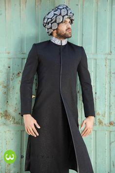 simple black sherwani minus the hat. Indian Groom Wear, Indian Attire, Indian Wear, Indian Outfits, Indian Men Fashion, Groom Fashion, Fashion Black, Trendy Fashion, Men's Fashion