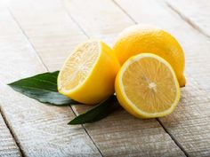 Citrus Vinegar is an inexpensive simply made DIY home cleaner that has the cleaning power of vinegar infused with the pleasing scent of lemons or oranges. Home Remedies For Skin, Natural Remedies, Younger Skin, Skin Food, How To Squeeze Lemons, Weight Loss Tips, Weight Gain, How To Lose Weight Fast, Natural Health